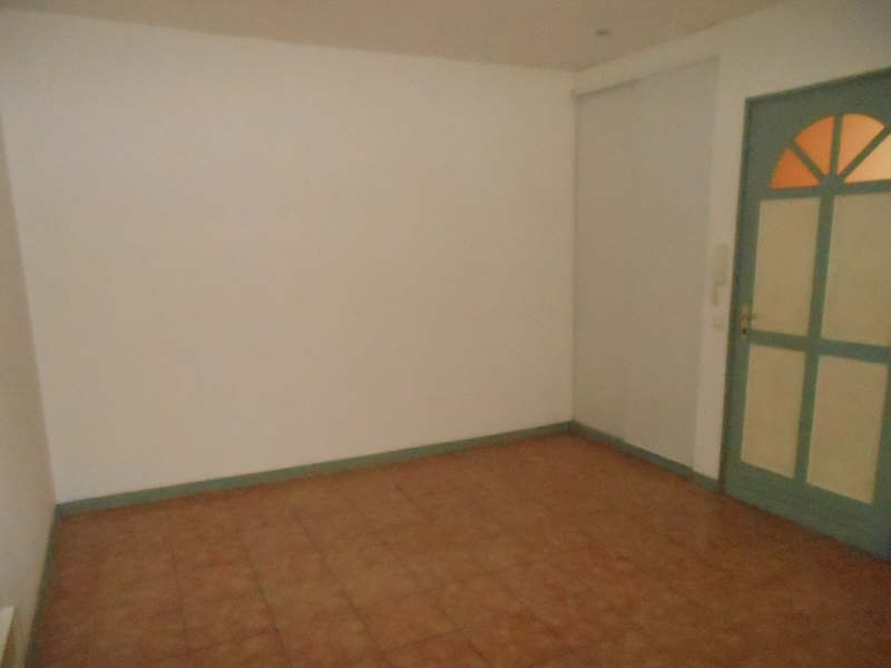 Rental apartment Nimes 435€ CC - Picture 2