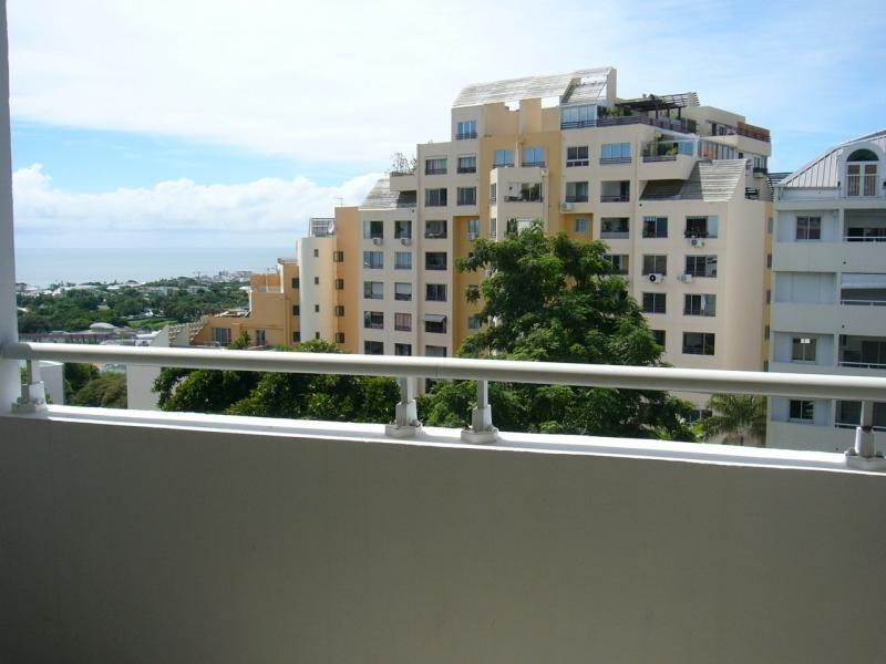 Rental apartment St denis camelias 645€ CC - Picture 3