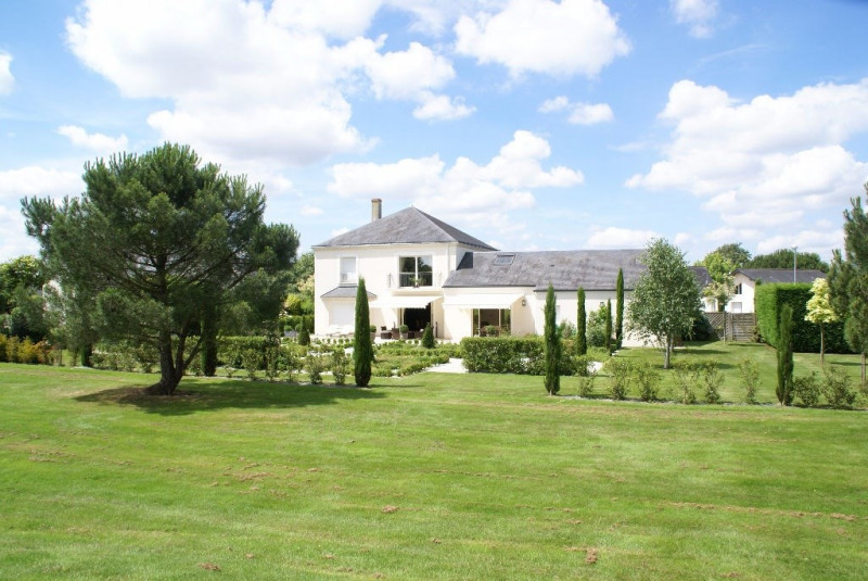 Deluxe sale house / villa Cholet 570 000€ - Picture 1