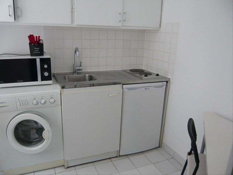 Location appartement Paris 11ème 890€ CC - Photo 2