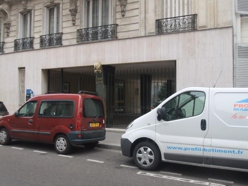 Rental office Paris 7ème 2437€ HT/HC - Picture 1