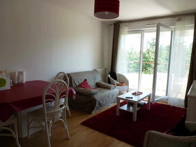 Rental apartment Guyancourt 861€ CC - Picture 1
