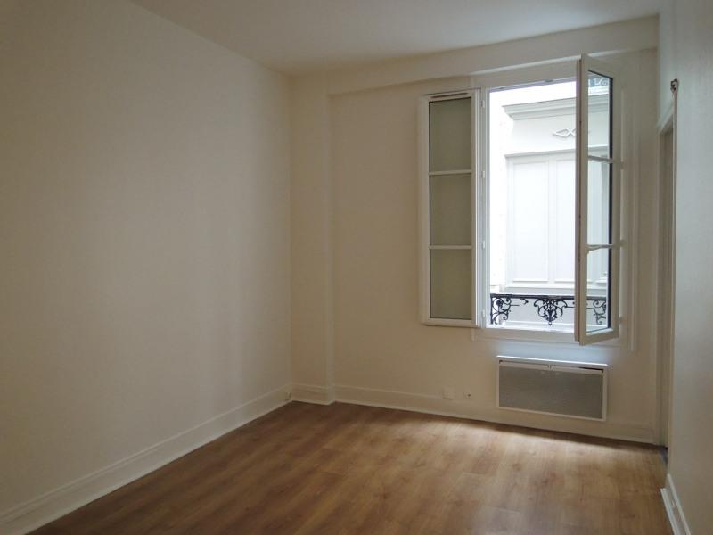Rental apartment Paris 17ème 990€ CC - Picture 1