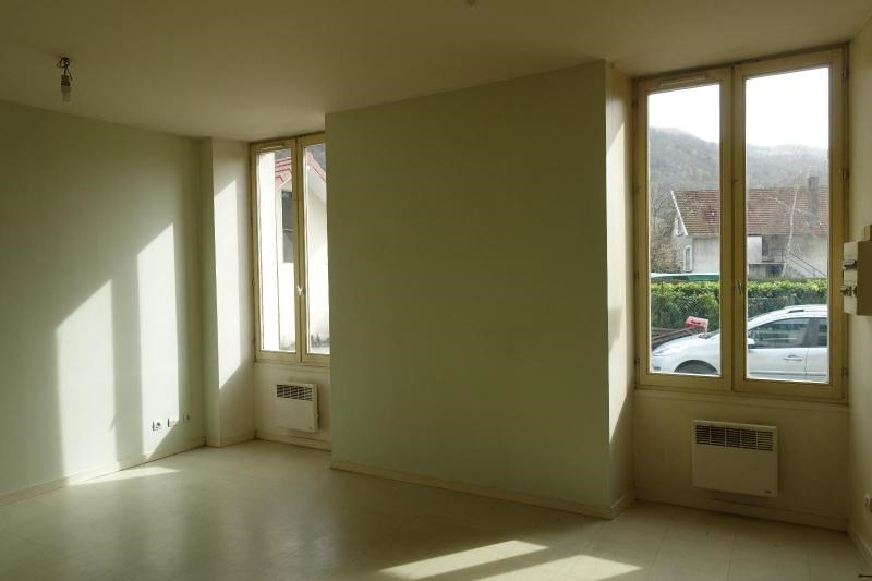 Location appartement Domene 459€ CC - Photo 1