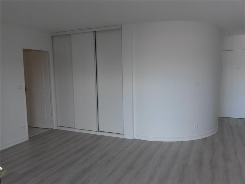 Rental apartment Boulogne billancourt 934€ CC - Picture 2