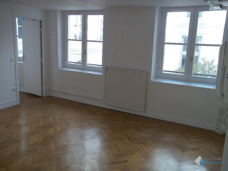 Location appartement Paris 3ème 1782€ CC - Photo 3