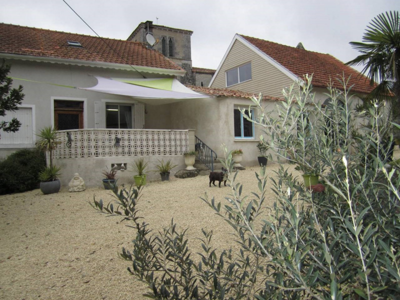 Sale house / villa Barbezieux-saint-hilaire 150 800€ - Picture 1