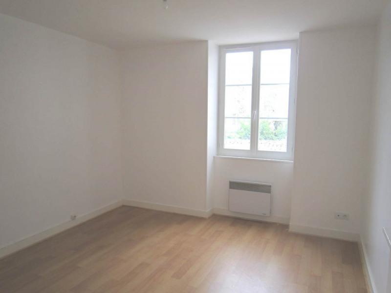Rental house / villa Burie 557€ CC - Picture 8