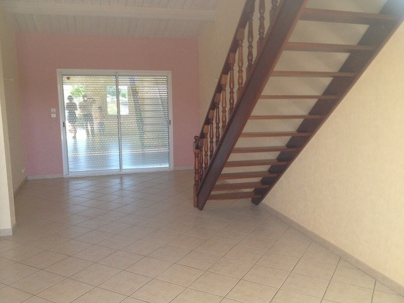Rental house / villa Angliers 786€ CC - Picture 3