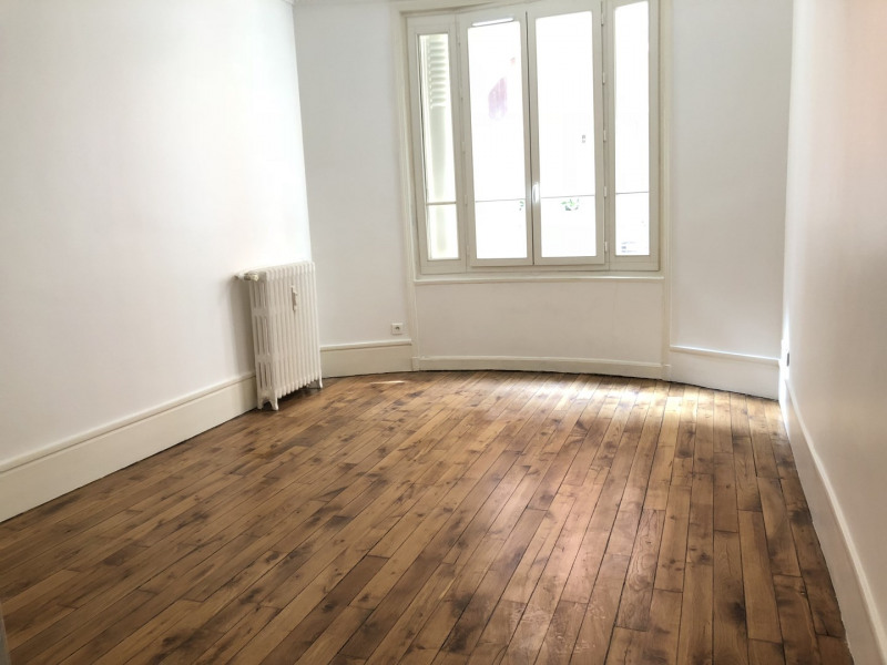 Rental apartment Paris 18ème 875€ CC - Picture 1