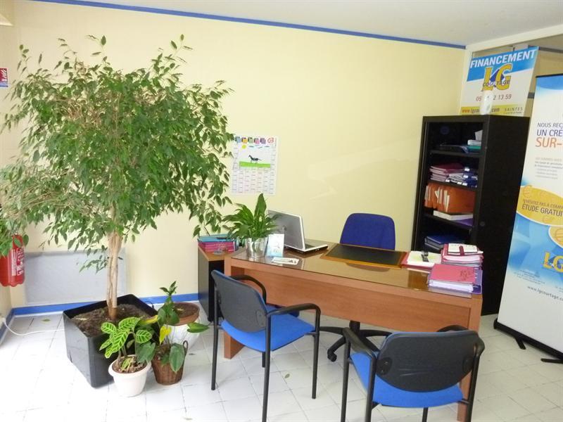 Location local commercial Saintes 385€ CC - Photo 2