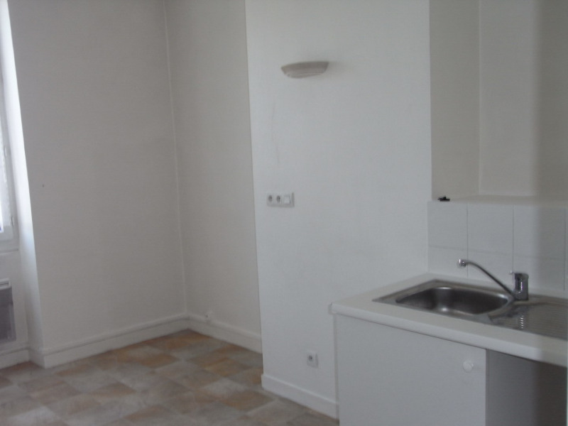 Location appartement Givors 396€ CC - Photo 1