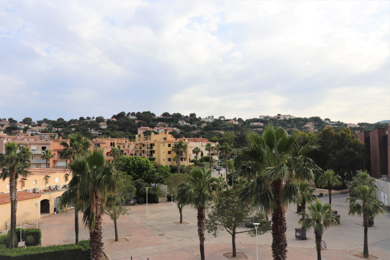 Vacation rental apartment Cavalaire sur mer 500€ - Picture 2