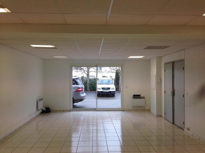Location bureau Belcodene 984€ CC - Photo 3