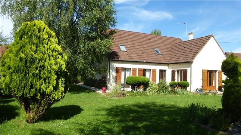 Sale house / villa Tigy 252000€ - Picture 1