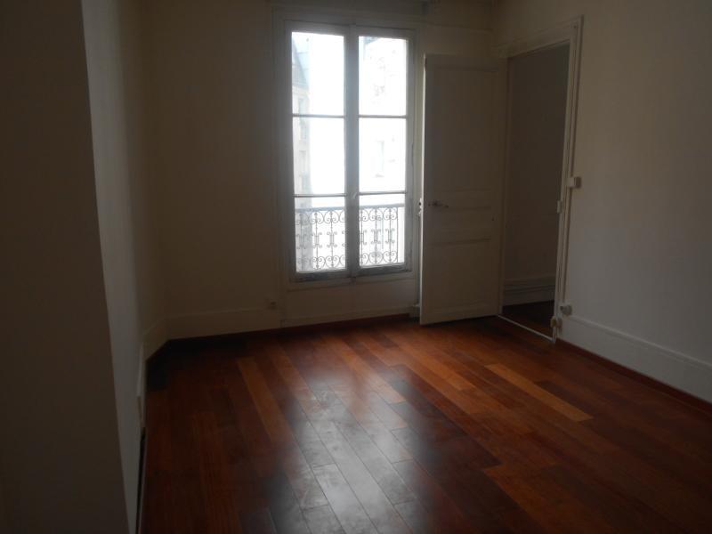 Location appartement Paris 10ème 1150€ CC - Photo 4