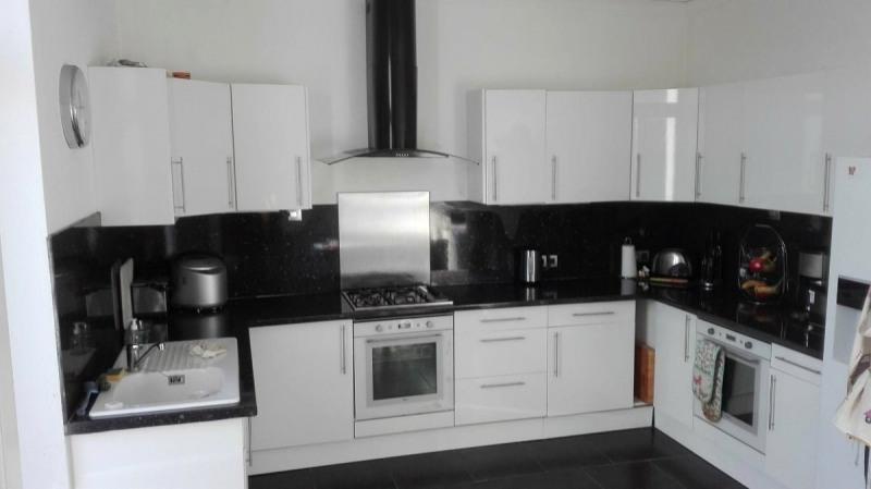 Sale house / villa Sousmoulins 275600€ - Picture 4