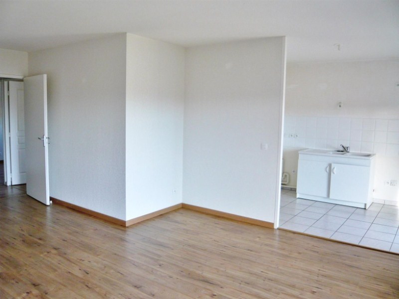 Rental apartment Lons 658€ CC - Picture 4