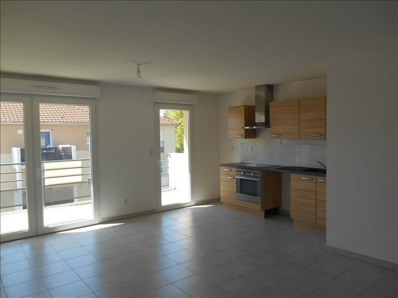 Rental apartment Sainte savine 620€ CC - Picture 2
