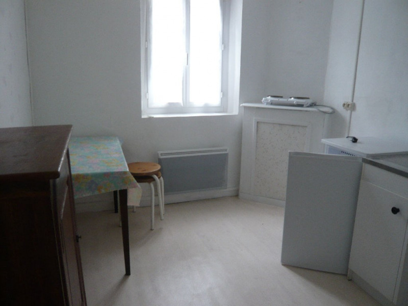 Rental apartment Laval 276€ CC - Picture 1