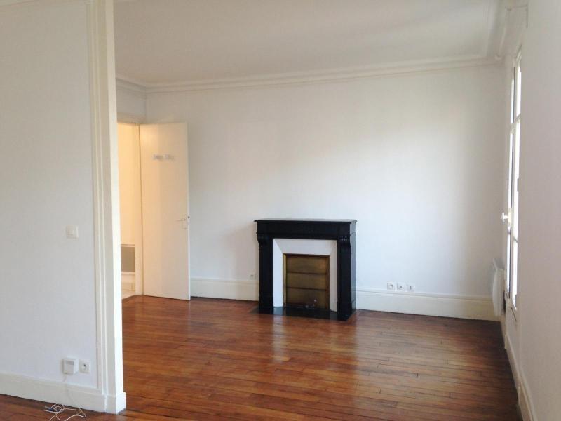 Location appartement Paris 11ème 1050€ CC - Photo 1