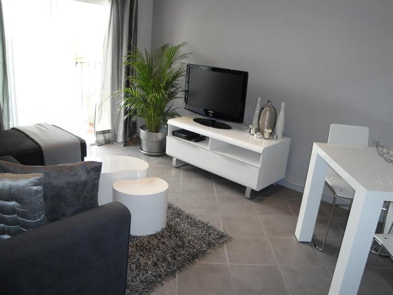 Location vacances appartement Antibes 680€ - Photo 3