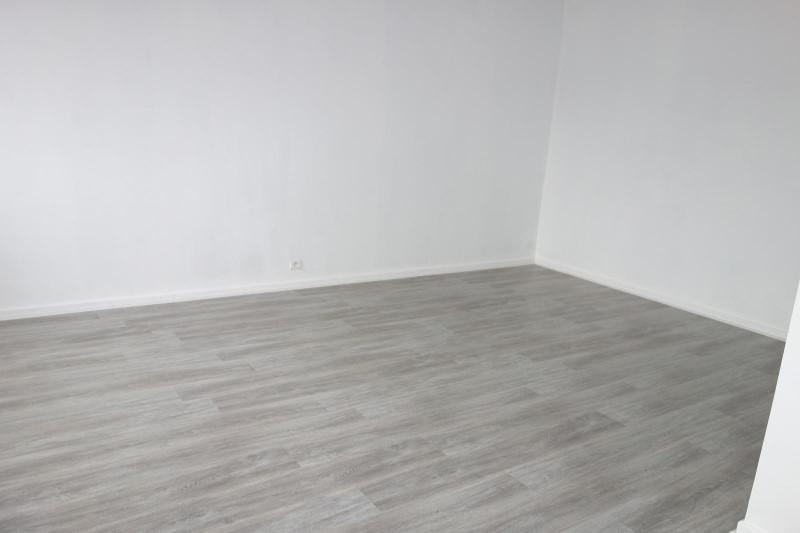 Location appartement Roanne 376€ CC - Photo 4