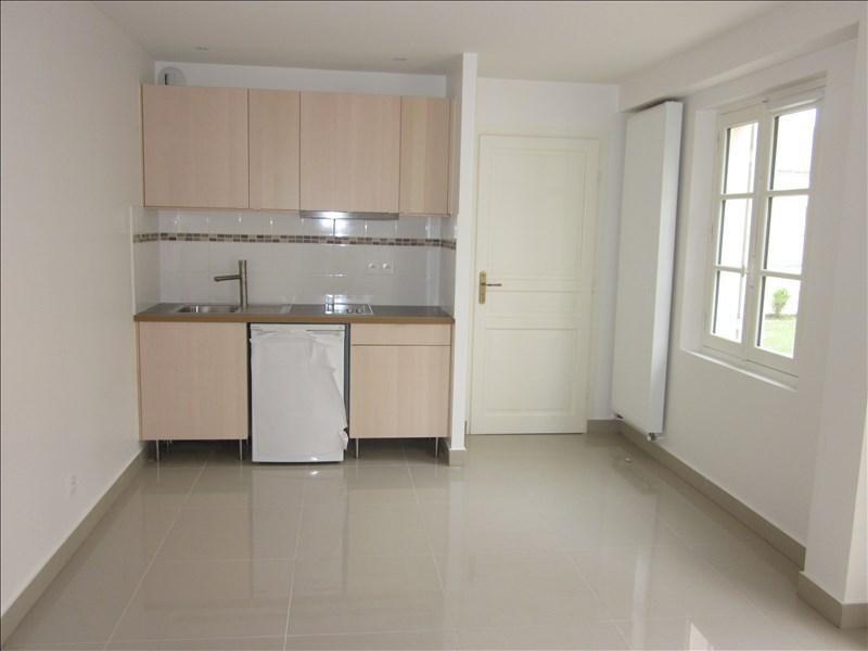 Rental apartment Versailles 695€ CC - Picture 1