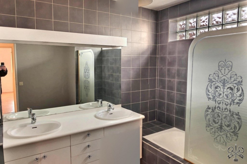 Sale apartment Courbevoie 480000€ - Picture 5