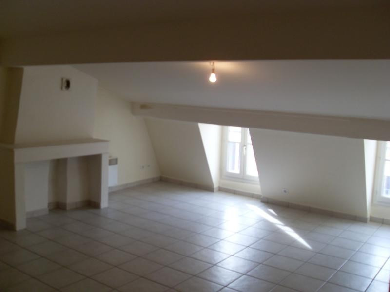 Location appartement Lyon 1er 740€ CC - Photo 2