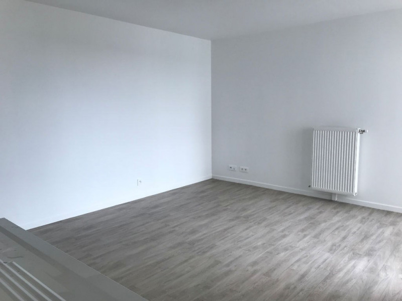 Rental apartment Courcouronnes 702€ CC - Picture 2