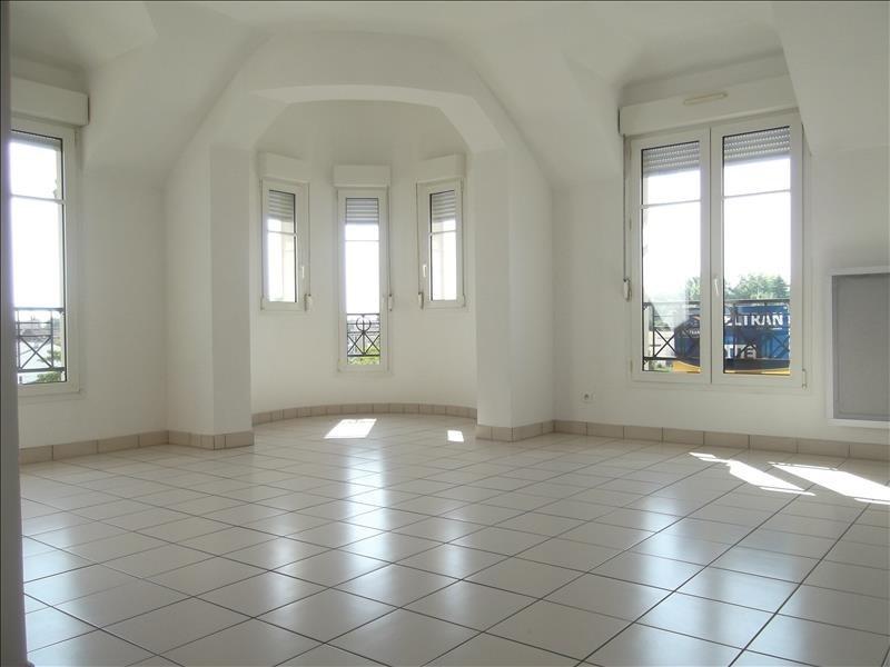 Rental apartment Voisins le bretonneux 1592€ CC - Picture 2