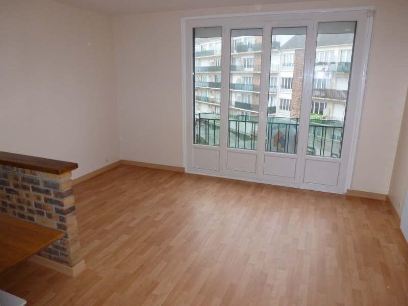 Rental apartment Maurepas 580€ CC - Picture 1