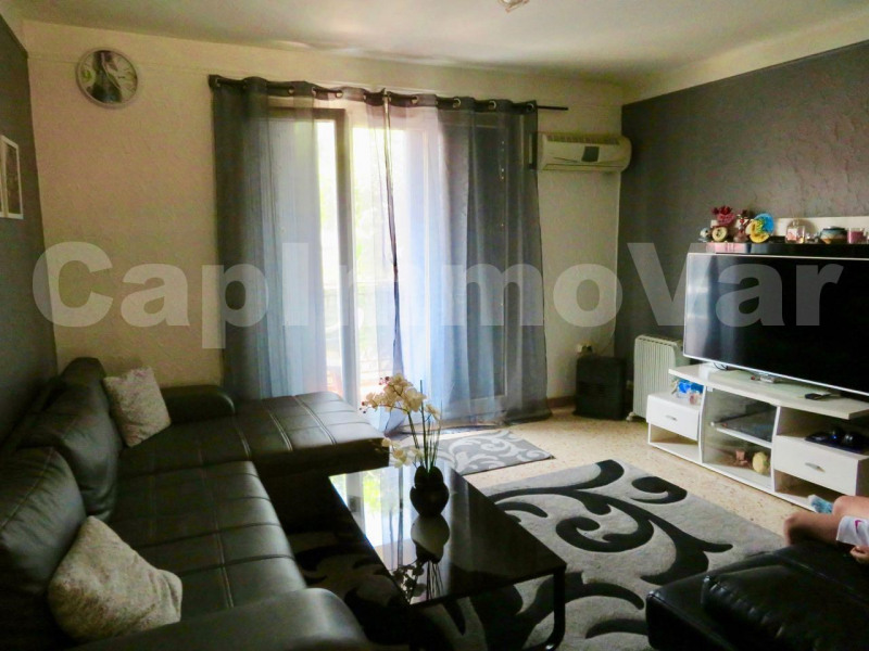 Rental apartment Le beausset 659€ CC - Picture 1