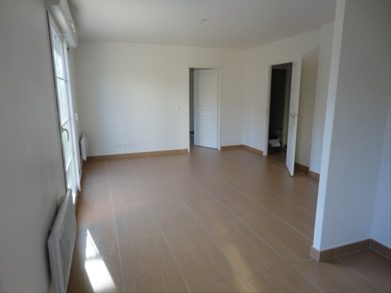 Rental apartment Bures sur yvette 887€ CC - Picture 2