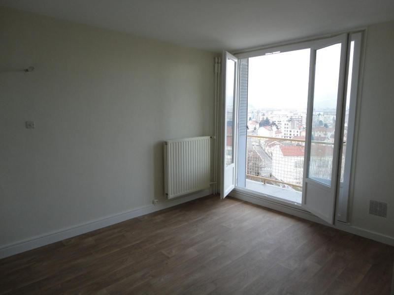 Location appartement Fontaine 468€ CC - Photo 1