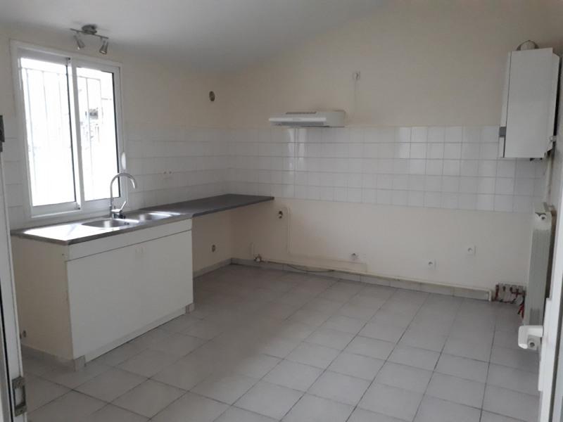 Location maison / villa Castres-gironde 720€ CC - Photo 4