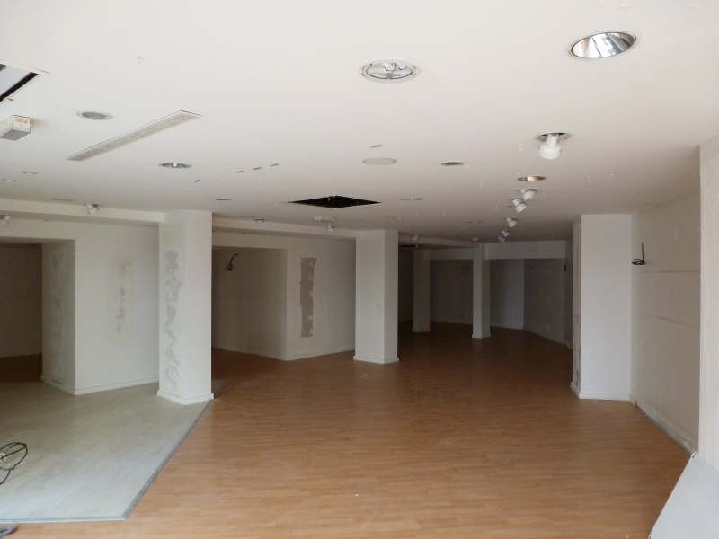 Location local commercial Chatellerault 1470€ HT/HC - Photo 2
