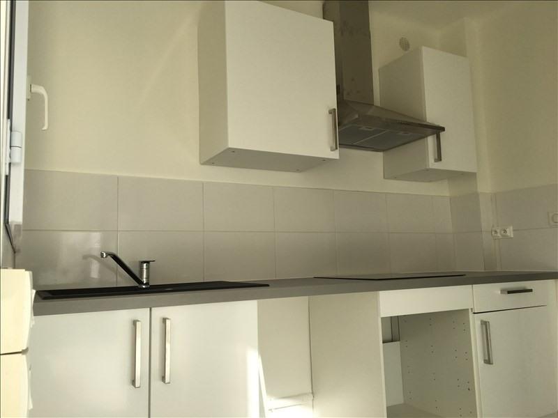 Rental apartment Aix en provence 875€ CC - Picture 2