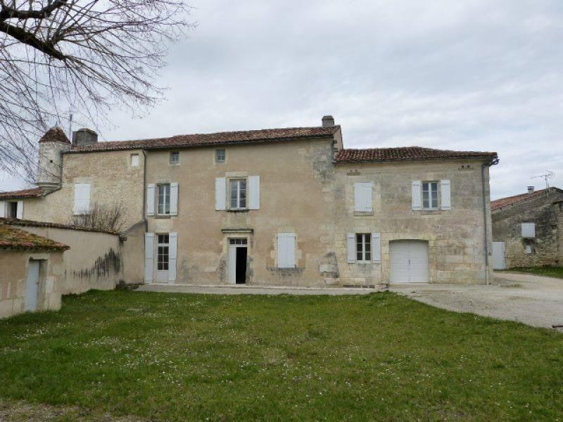 Location maison / villa Barbezieux-saint-hilaire 1015€ CC - Photo 1
