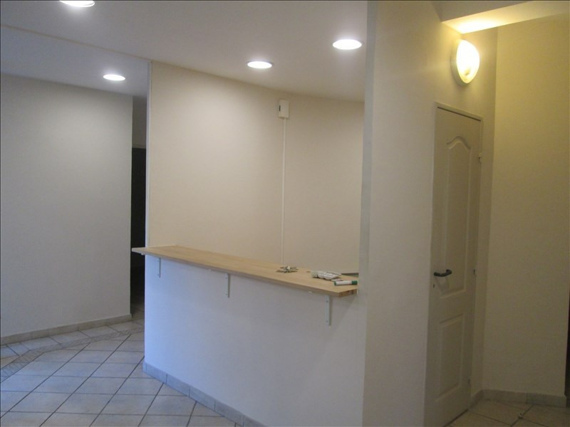 Location local commercial Carpentras 1300€ HT/HC - Photo 2