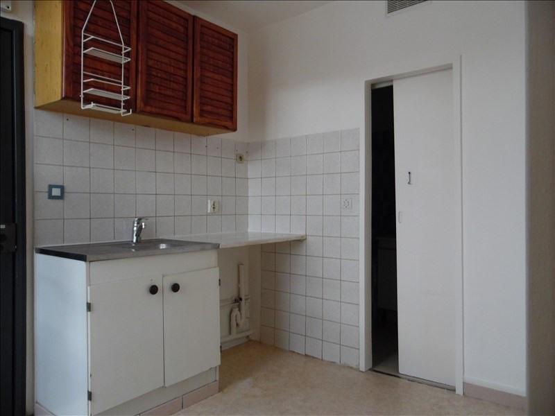 Verhuren  appartement St denis 576€ CC - Foto 3