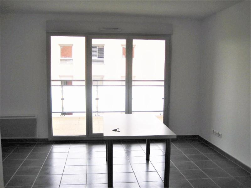 Location appartement Meyzieu 570€ CC - Photo 1
