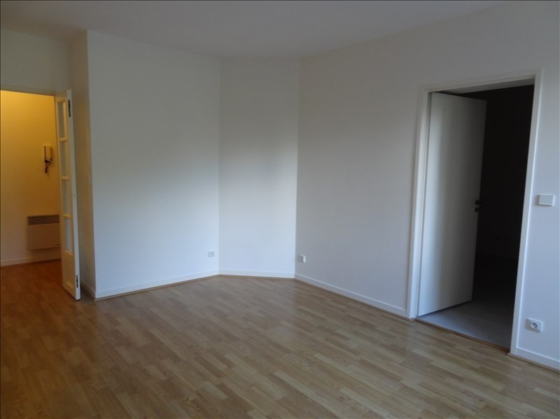 Location appartement Le plessis robinson 858€ CC - Photo 3
