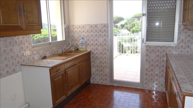 Deluxe sale apartment Cavalaire sur mer 580000€ - Picture 4