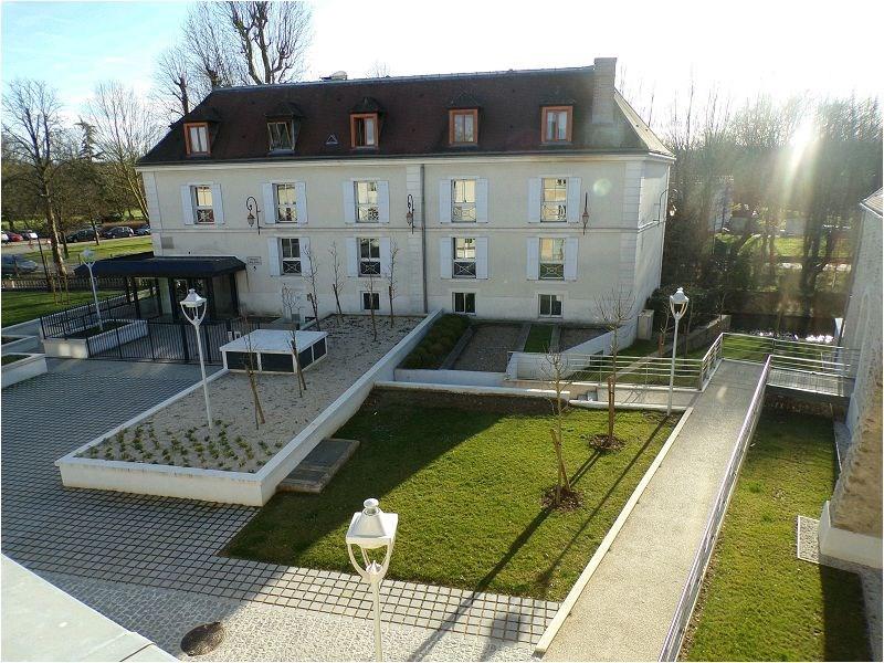 Rental apartment Crosne 699€ CC - Picture 1