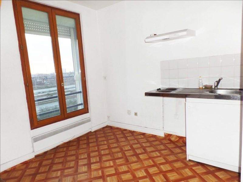 Rental apartment La plaine st denis 1015€ CC - Picture 2