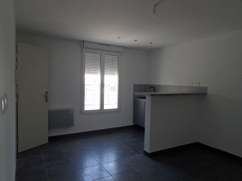Location appartement Saint andre les vergers 450€ CC - Photo 2