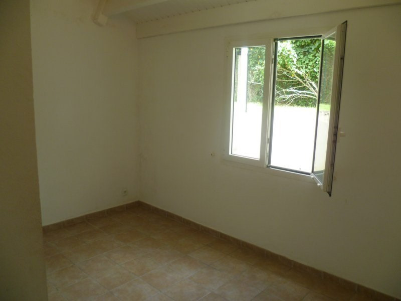 Location maison / villa Gourbeyre 951€ CC - Photo 6