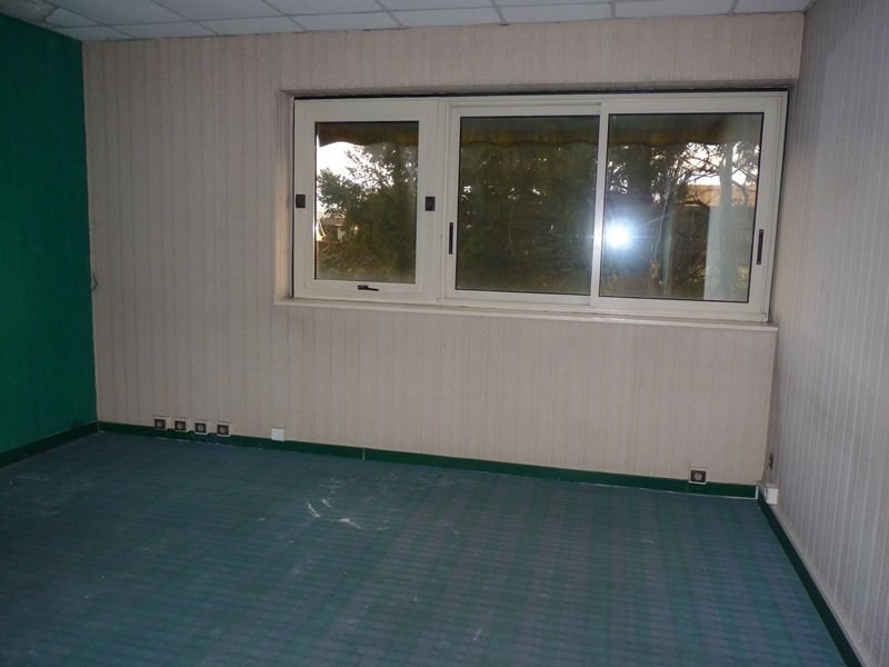 Location local commercial Odos 7 063€ CC - Photo 4